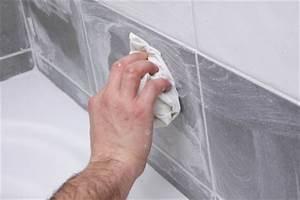 Comment Nettoyer Joint De Carrelage : nettoyer la fa ence d une salle de bain ou le carrelage ~ Dailycaller-alerts.com Idées de Décoration