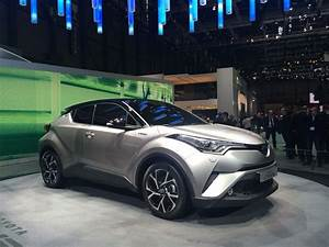 4x4 Toyota Hybride : toyota c hr le crossover hybride commercialis d but 2017 crossover toyota and cars ~ Maxctalentgroup.com Avis de Voitures