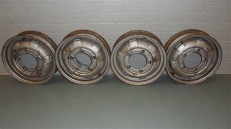 set  steel wheels    saab  sold car