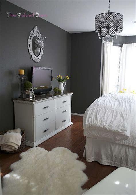 spotlight saturday top  grey walls wall colors