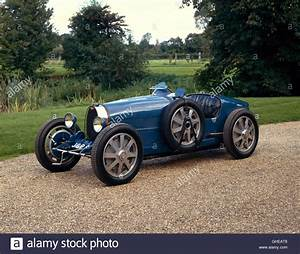 Bugatti Type 35 Prix : beautiful blue classic bugatti car photos beautiful blue classic bugatti car images alamy ~ Medecine-chirurgie-esthetiques.com Avis de Voitures