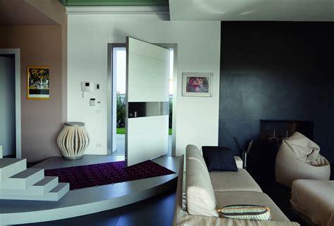 Ingresso Casa Design Synua La Porta D Ingresso A Bilico Per Le Grandi Dimensioni