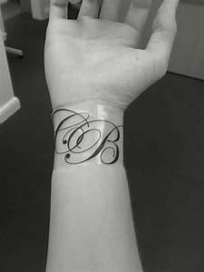 Tattoo Unendlichkeitszeichen Mit Buchstaben : 1001 ideen f r handgelenk tattoo werden sie unique im trend tattoos pinterest ~ Frokenaadalensverden.com Haus und Dekorationen