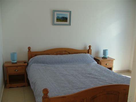 position du lit dans la chambre position lit dans une chambre int rieur de chambre