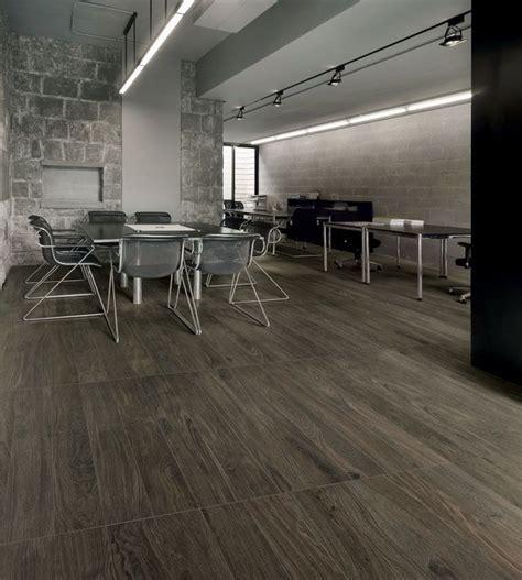 Pavimenti Grigio Scuro by Piastrelle In Gres Porcellanato Effetto Legno Bio Timber