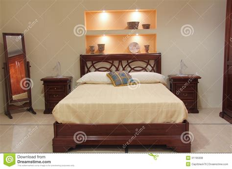 les chambre a coucher chambre à coucher classique avec les meubles en bois