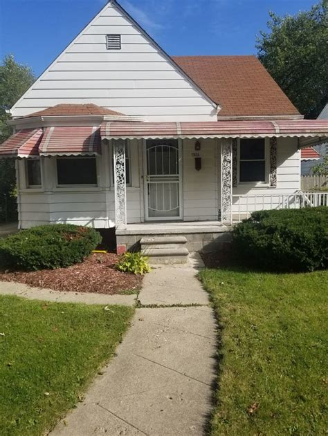 nicely updated  bedroom bungalow house  rent