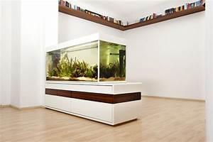 Aquarium Als Raumteiler : aquarium als raumteiler benutzen 26 beispiele ~ Michelbontemps.com Haus und Dekorationen