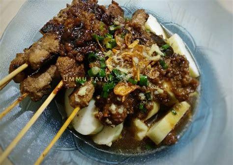 Sate maranggi terkenal dengan dagingnya yang empuk dan bumbu merespa ke dalam daging. Resep: Sate Ayam Bumbu Maranggi Sempurna - KataUcap