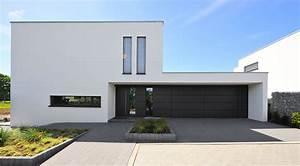 Einfamilienhaus Hanglage Planen : zur ckgesetzter hauseingang in moderner architektur ~ Lizthompson.info Haus und Dekorationen