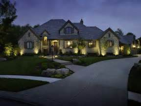 three important features of an outdoor lighting system that make your columbus home stand out
