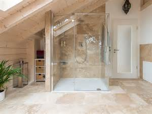 fliesen im badezimmer travertin rustic fliesen im badezimmer mit dusche natursteinhandel jonastone