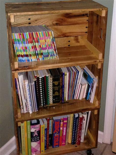 bookshelf out of pallets diy bookshelf ideas with pallet wood pallet furniture plans