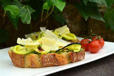 bruschetta verde pesto courgette la ptite cuisine de