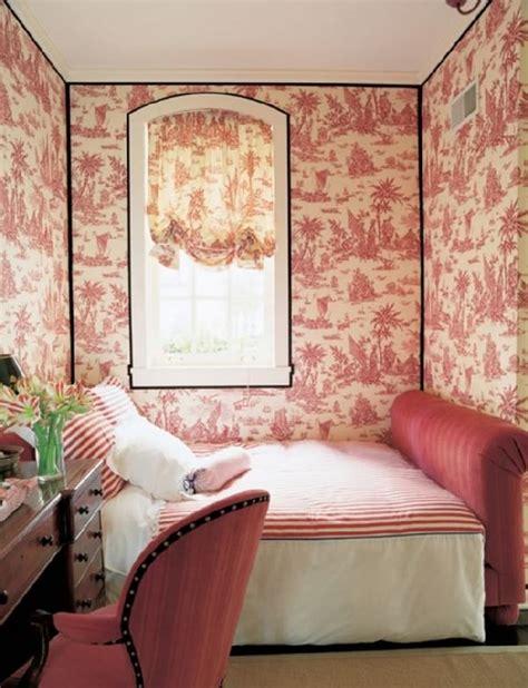 place du lit dans une chambre 20 idées de génie pour gagner facilement de la place dans