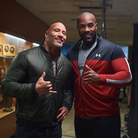 """We learn about his roots in guadeloupe, his training, his family and friends (among them tony parker and omar sy). Dwayne """"The Rock"""" Johnson et Teddy Riner dans la nouvelle ..."""
