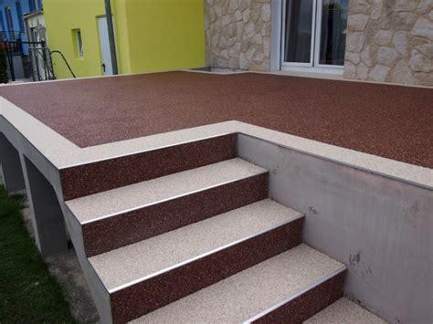terrasse mit treppe steinteppich bodenbelag ideal für die terrassengestaltung steinteppich verlegen at