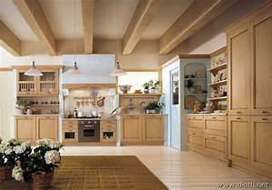 Foto e descrizioni di cucine classiche for Foto cucine classiche