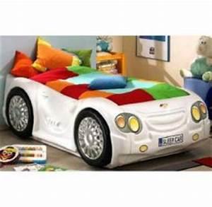 Lit En Forme De Voiture : lit voiture enfant lits pour enfant en forme de voiture de course meubles mobilier chambre ~ Teatrodelosmanantiales.com Idées de Décoration