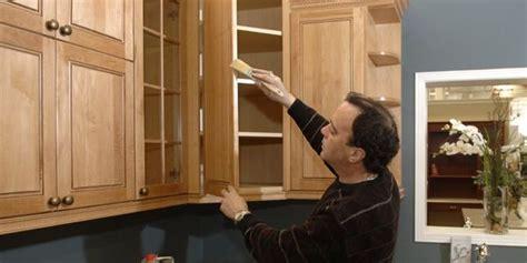 teindre armoire de cuisine rajeunir les armoires de chêne raymond bernatchez le
