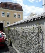 Mauer Aus Betonfertigteilen : gr ne w nde mauerbegr nung mit und ohne rankgittern ~ Markanthonyermac.com Haus und Dekorationen