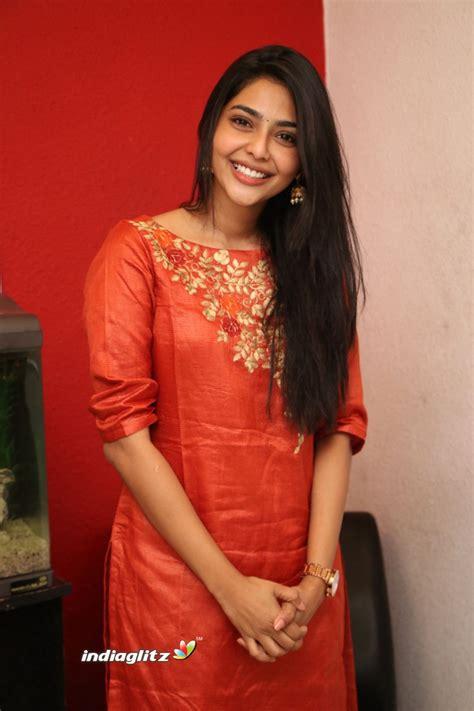actress lakshmi daughter aishwarya aishwarya lakshmi photos bollywood actress photos