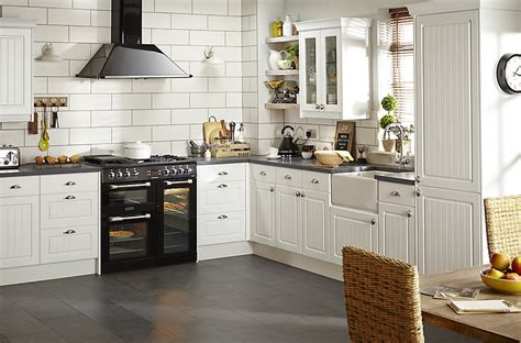 chilton white country style fitted kitchens diy  bq