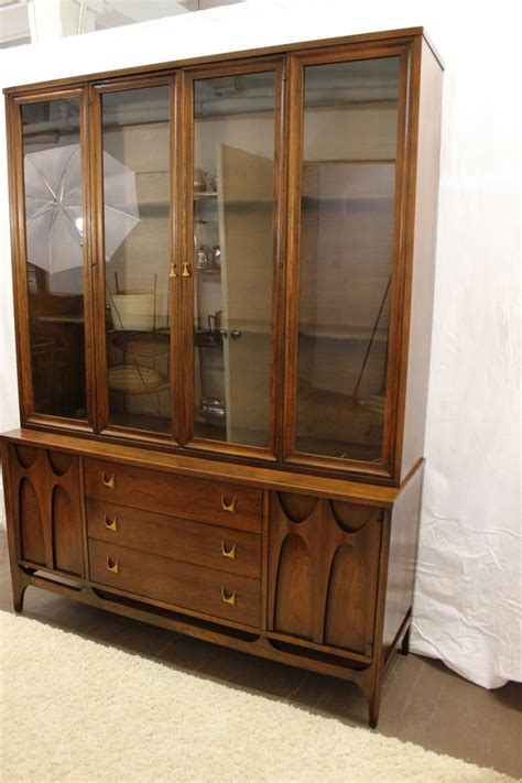 broyhill hutch broyhill brasilia china cabinet glass top specializing