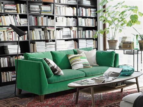 canapé velours vert canapé en velours entre vert et bleu notre cœur balance