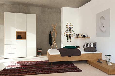 schlafzimmer mit polsterbett hülsta now betten möbel mayer