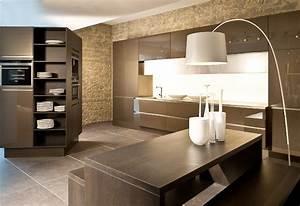 Dunkles Holz Name : braune k c bcchen und perfekt inspiration wohnzimmer dunkles holz ~ Markanthonyermac.com Haus und Dekorationen