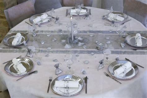 deco mariage blanc et gris decoration salle de mariage gris et blanc id 233 es de d 233 coration et de mobilier pour la