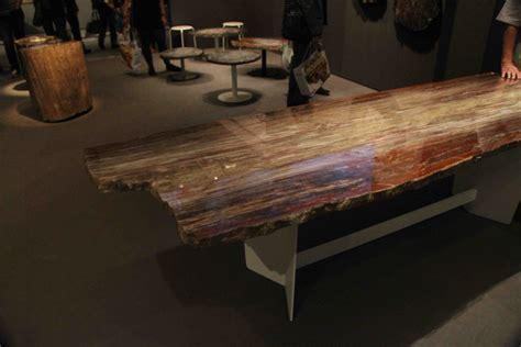 bureau design suisse table en bois pétrifié petrified table crytal wood