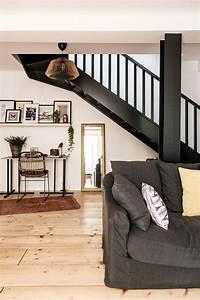 salon avec escalier noir With deco salon avec escalier