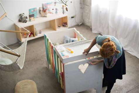 Mobile Babybett Selber Machen by Kinderzimmer Beispiel Mit Sideboard Diy Babybett Und