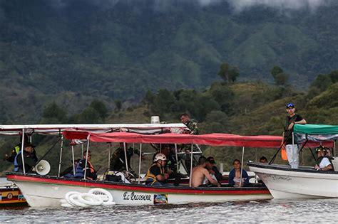 Tourist Boat Sinks by Colombia Tourist Boat Sinks Killing Six In Guatape