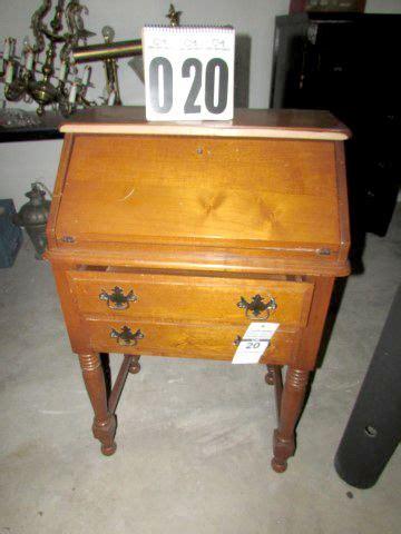accessible kitchen cabinets 43 best 3 5 17 auction antiques vintage furniture 1144