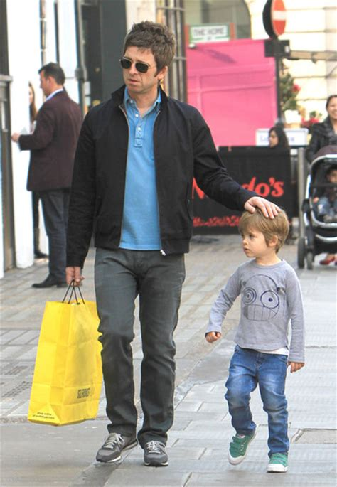 Noel will be this year's official #rsd21 ambassador! Noel Gallagher Photos Photos - Noel Gallagher Shopping ...