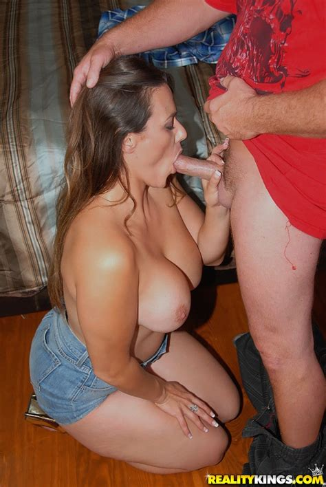 Zoey Oneill In Park Pussy Video Milf Hunter Reality