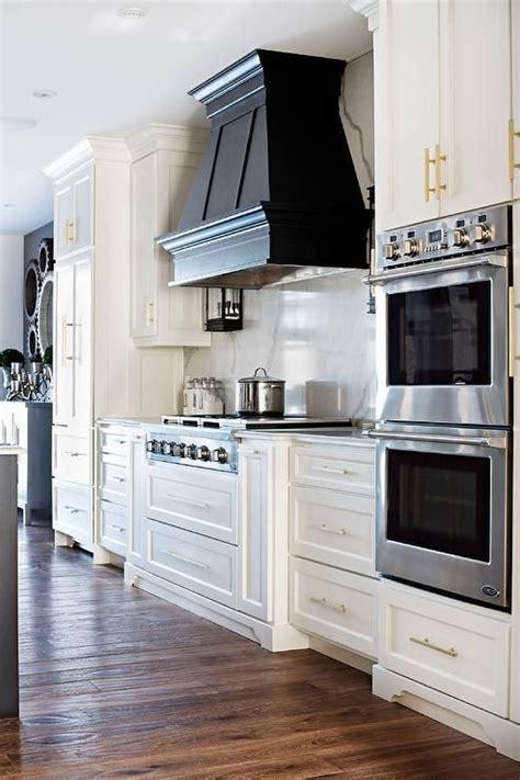 Best 25  Kitchen hoods ideas on Pinterest   Stove hoods