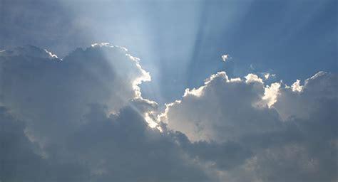 La Nasa Ve 'ángeles' En El Cielo Y Explica Las Razones