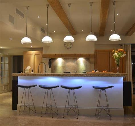 bar cuisine design table bar avec éclairage fluo bleu cybeles photo n 66