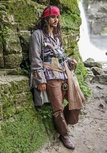 Realistic Caribbean Men's Pirate Costume - Mens Pirate ...  Realistic