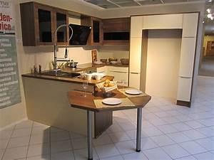 Küche Mit Side By Side Kühlschrank : angebotstyp musterk che ~ Frokenaadalensverden.com Haus und Dekorationen