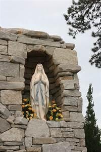 Benedictine University, Mary's Grotto