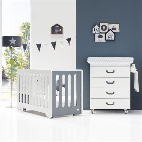 lit bébé chambre parents chambre bb lit et commode de alondra chambre bb