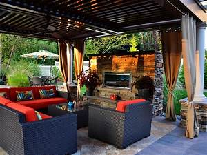 Outdoor patio with fireplace for Outdoor patio decor