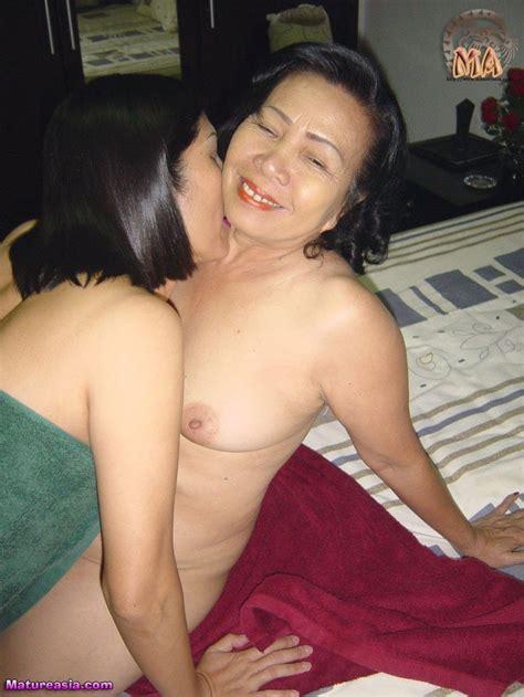Hairy Mature Lesbian Hd
