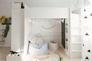 kinderzimmer hochbett hochbett und kuschelecke kinderzimmer fürs schulkind roomido