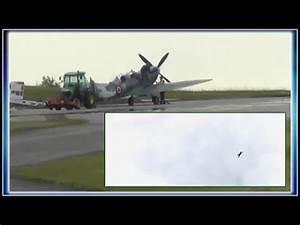 Spitfire MK IX T9 (D FMKN) wird gerade aufgetankt und ist dann auf dem Weg zum Hangar 10 des